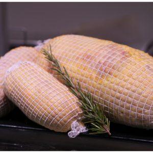 Rollito de Pollo Relleno con Queso de Cabra y Cebolla Confitada